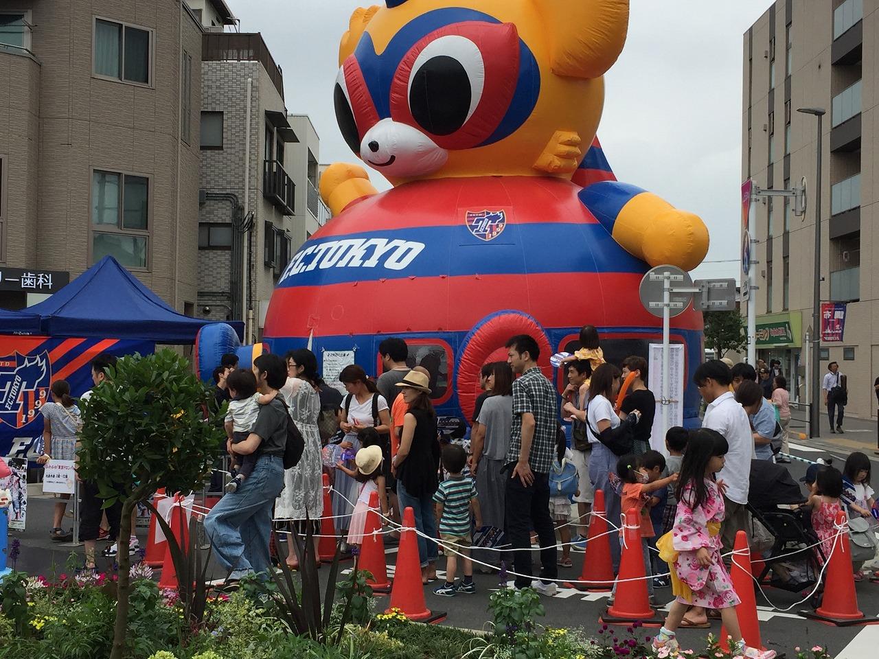 東京ドロンパ ふわふわ 大人気長い列ができました。